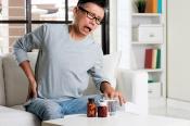 Đau lưng không cúi được: Nguyên nhân và cách phòng tránh